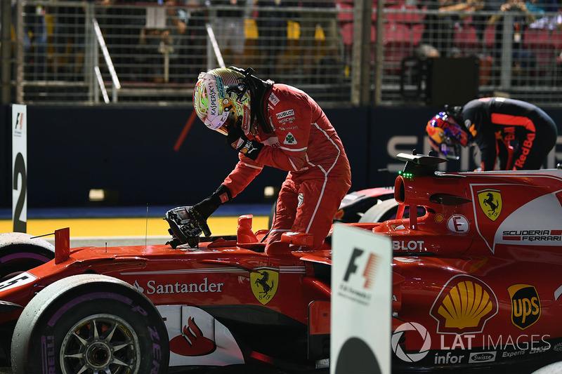 POle sitter Sebastian Vettel, Ferrari SF70H in parc ferme