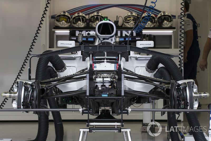 Williams FW40 fron suspension