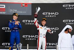 Podium: winnaar Jake Hughes, DAMS, tweede Jack Aitken, Arden International en derde Nirei Fukuzumi,