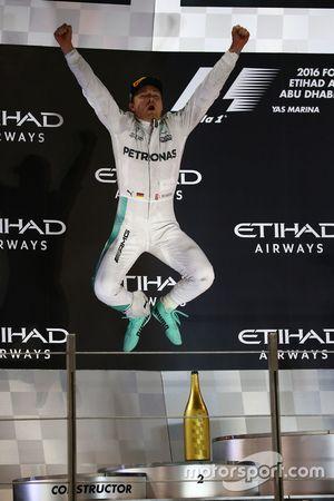 Podium : le nouveau Champion du monde Nico Rosberg, Mercedes AMG Petronas F1 W07