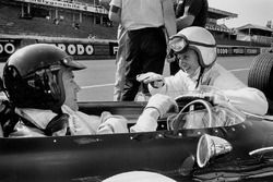 Dan Gurney, Eagle AAR104 Weslake in the pitlane talking to teammate Bruce McLaren, Eagle AAR102 Wesl
