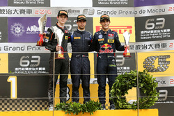 Podium: Race winner António Felix da Costa, Carlin Dallara Volkswagen; second place Callum Ilott, Va