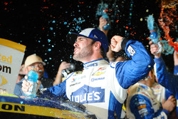 Campeón 2016 ganador y Jimmie Johnson, Hendrick Motorsports Chevrolet