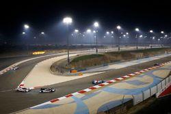 #1 Porsche Team Porsche 919 Hybrid: Timo Bernhard, Mark Webber, Brendon Hartley, #5 Toyota Racing To