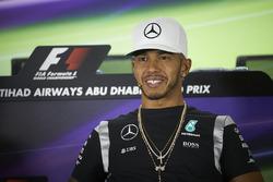 Lewis Hamilton, Mercedes AMG F1 lors de la conférence de presse de la FIA