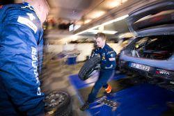 Hyundai Motorsport mechanics at work
