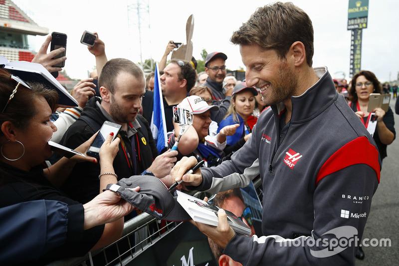 Romain Grosjean, Haas F1 Team, firma autografi ai tifosi