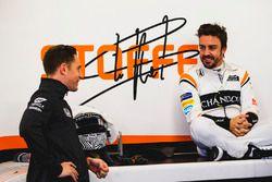 Stoffel Vandoorne, McLaren, talks to Fernando Alonso, McLaren