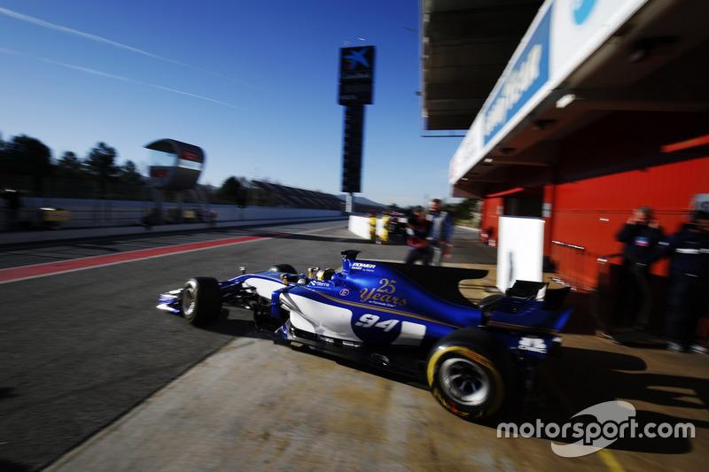 Pascal Wehrlein, Sauber C36, sort des stands
