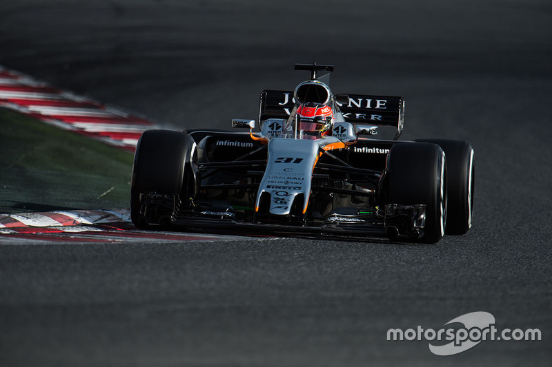 15: Esteban Ocon, Force India F1 VJM10, 1:22.509, supersofts, day 2 (86 laps)