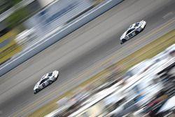 Brad Keselowski, Team Penske Ford, Matt Kenseth, Joe Gibbs Racing Toyota