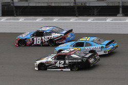 Кайл Буш, Joe Gibbs Racing Toyota, Дэниел Хемрич, Richard Childress Racing Chevrolet и Тайлер Реддик