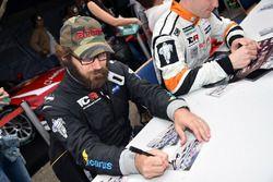 Autograph session, Duncan Ende, Icarus Motorsports, SEAT León TCR