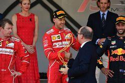 Sebastian Vettel, Ferrari recibe el trofeo del Príncipe Alberto de Mónaco