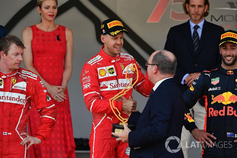 Podyum: Yarış galibi Sebastian Vettel, Ferrari ve HSH Prince Albert of Monaco