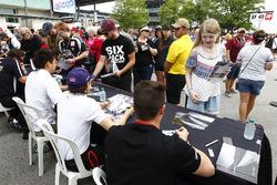 Fans tijdens de handtekeningensessie