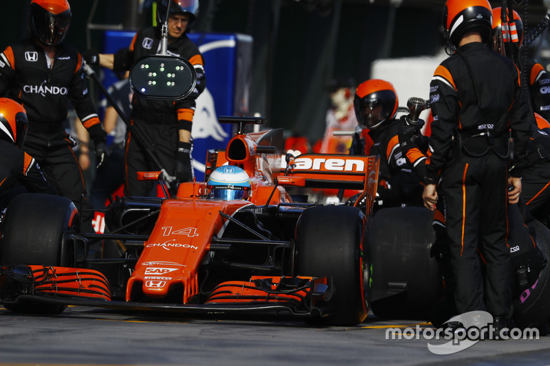 Fernando Alonso, McLaren MCL32, makes a pit stop