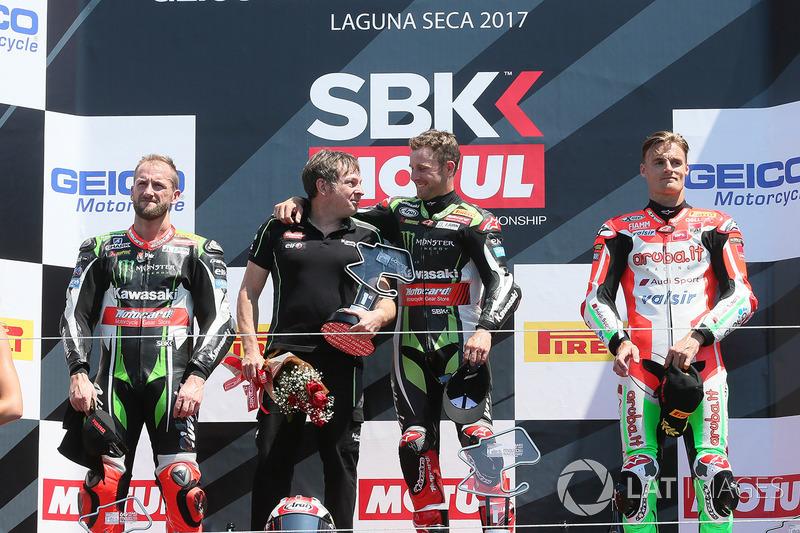 Podium: winner Jonathan Rea, Kawasaki Racing, second place Tom Sykes, Kawasaki Racing, third place Chaz Davies, Ducati Team