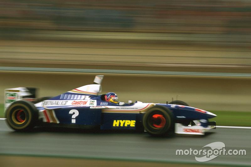 Williams en el Gran Premio de Francia de 1997: ... y en los pontones laterales.