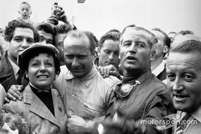 Race winner Juan Manuel Fangio with his wife and Karl Kling, Mercedes