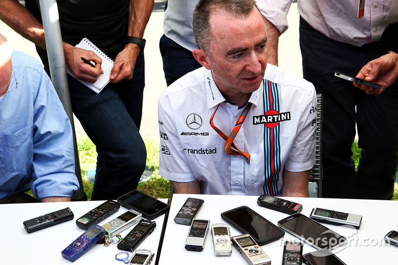 Paddy Lowe, Williams-Technikchef, mit der Presse