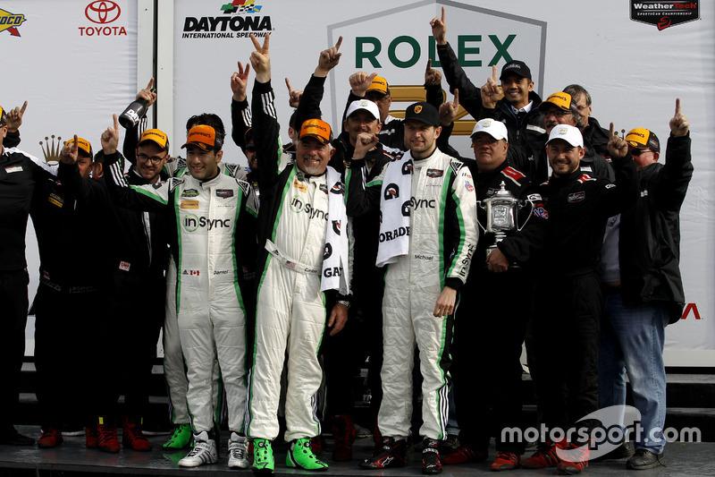 Ganador GTD: #28 Alegra Motorsports Porsche 911 GT3 R: Daniel Morad, Jesse Lazare, Carlos de Quesada, Michael de Quesada, Michael Christensen con el equipo