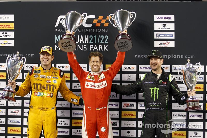 Podio Nations cup: il vincitore della gara Sebastian Vettel; al secondo posto Team USA-NASCAR con Kyle Busch e Kurt Busch