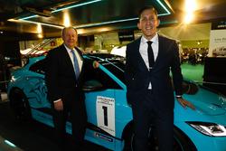 La presentazione del Jaguar I-Pace eTrophy, James Barclay di Jaguar accanto a Pascal Couasnon di Michelin