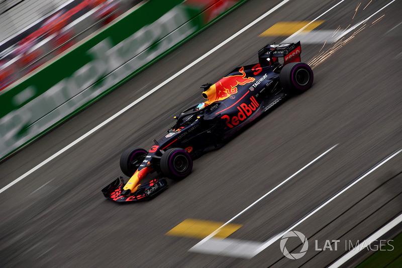 Daniel Ricciardo, Red Bull Racing RB14 and sparks