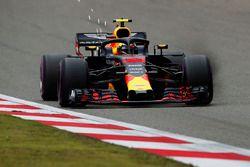 Max Verstappen, Red Bull Racing RB14 Tag Heuer met vonken