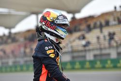 Daniel Ricciardo, Red Bull Racing stopped on track in FP3