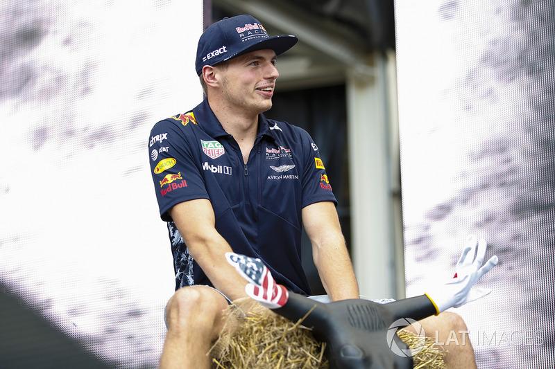 Макс Ферстаппен, Red Bull, на сцені