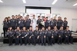 Champion Hiroaki Ishiura, Cerumo Inging with the team members
