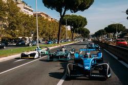 Sébastien Buemi, Renault e.Dams leadsNelson Piquet Jr., Jaguar Racing leads Lucas di Grassi, Audi Sp