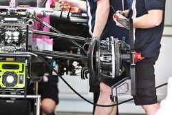 Le frein avant et le moyeu de roue avant de la Force India VJM11