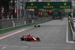 Sebastian Vettel, Ferrari SF71H ve Lewis Hamilton, Mercedes-AMG F1 W09 EQ Power+