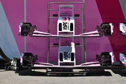 Des nez et ailerons avant de la Force India VJM11