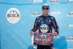 Ganador de la pole Kevin Harvick, Stewart-Haas Racing, Ford Fusion Busch Beer Flannel