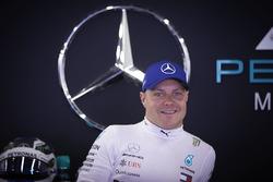 Valtteri Bottas, Mercedes AMG F1, in the garage