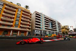 Sebastian Vettel, Ferrari SF71H, Lewis Hamilton, Mercedes AMG F1 W09, Kimi Raikkonen, Ferrari SF71H y Valtteri Bottas, Mercedes AMG F1 W09