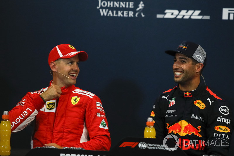 Sebastian Vettel, Ferrari e Daniel Ricciardo, Red Bull Racing nella conferenza stampa