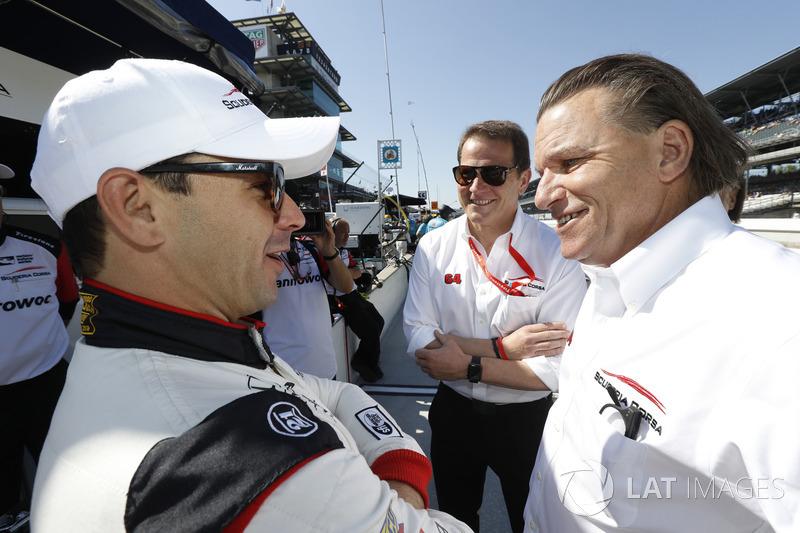 Гонщик Scuderia Corsa with RLL Honda Ориоль Сервия, владелец команды Джакомо Маттиоли и Стефан Йоханссон