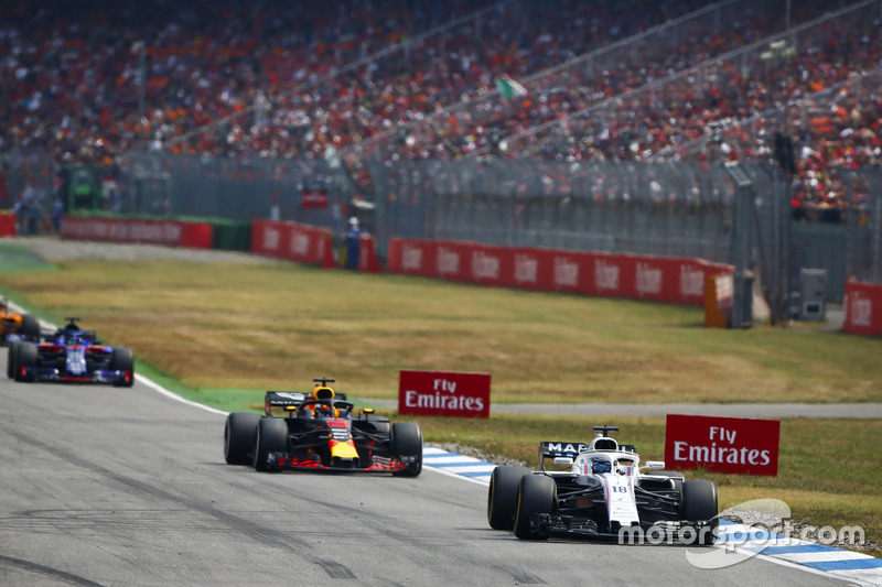 Lance Stroll, Williams FW41, Daniel Ricciardo, Red Bull Racing RB14