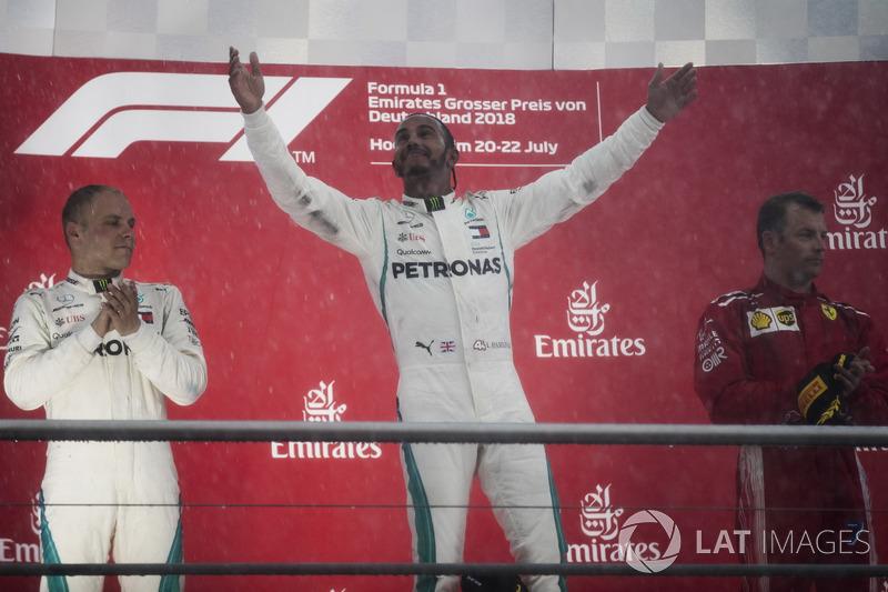 Podio: Valtteri Bottas, Mercedes AMG F1, Lewis Hamilton, Mercedes AMG F1, y Kimi Raikkonen, Ferrari