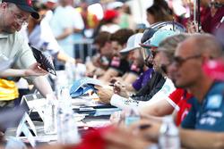 Luca Filippi, NIO Formula E Team signs an autograph