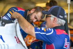 William Byron, Hendrick Motorsports, Chevrolet Camaro Liberty University, crew member