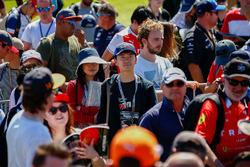 Les fans à la séance d'autographes