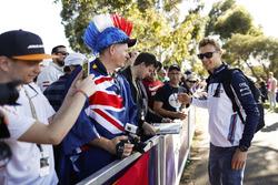 Sergey Sirotkin, Williams Racing, signe des autographes