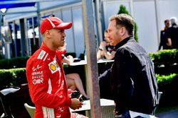 Sebastian Vettel, Ferrari habla con Christian Horner, director del equipo Red Bull Racing