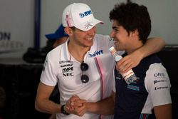 Esteban Ocon, Force India F1 et Lance Stroll, Williams lors de la parade des pilotes